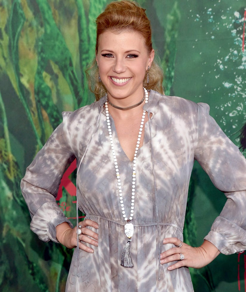 "Jodie Sweetin Dishes on Wedding Plans, Possible Olsen Cameo on ""Fuller House"""