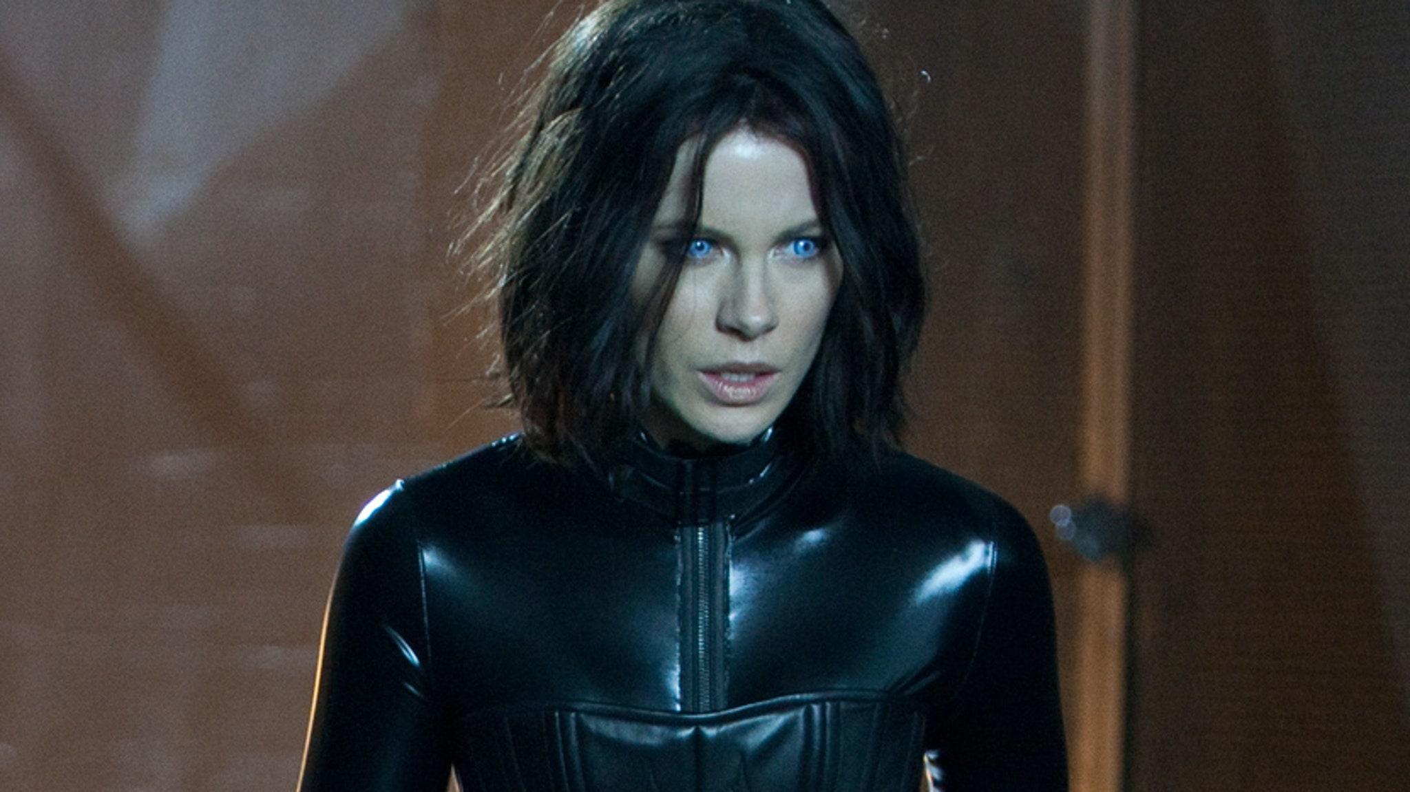 """Is Kate Beckinsale's """"Selene"""" the Hottest Vampire Ever?"""