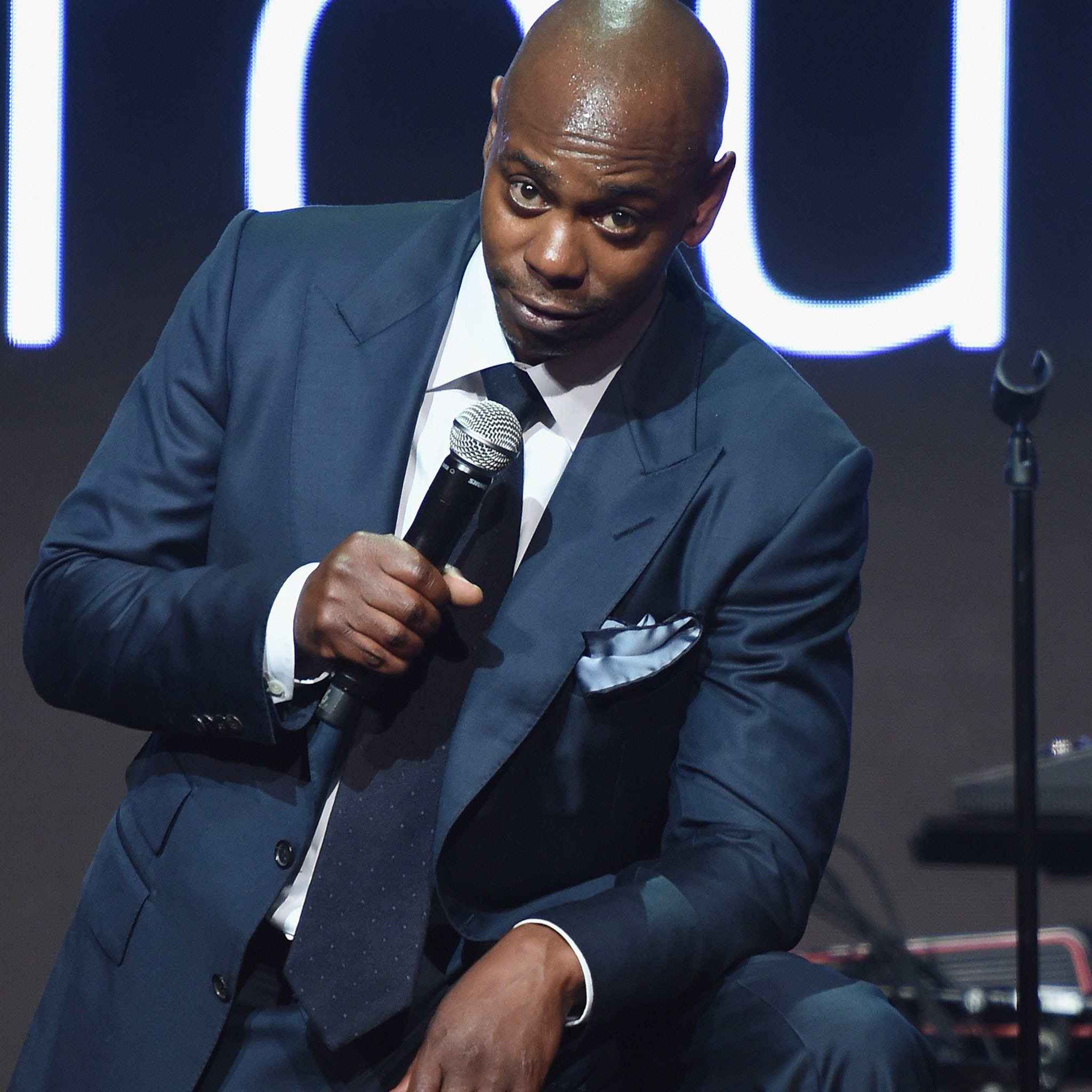 dave chappelle schooling heckler on racism comedian reveals incredible story dave chappelle schooling heckler on