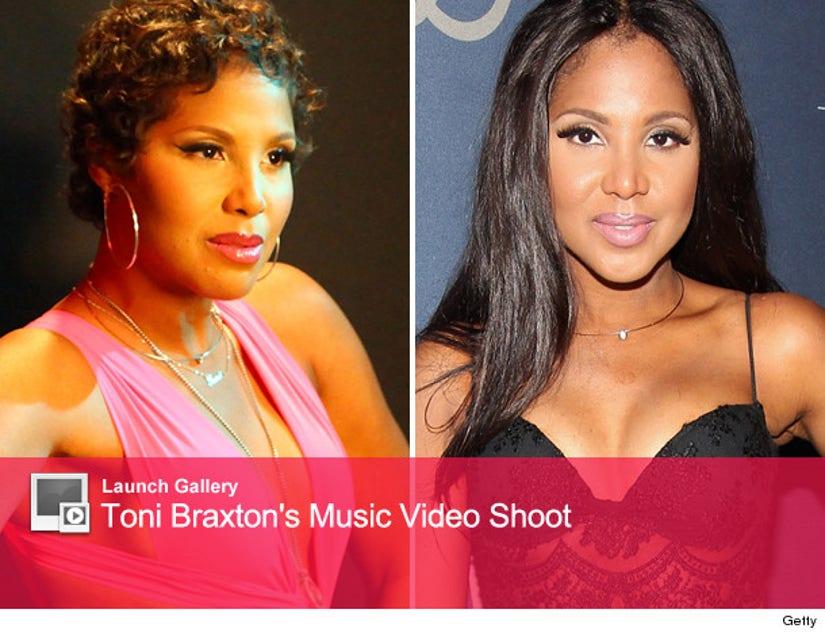Toni Braxton Sports Short Hair In New Music Video