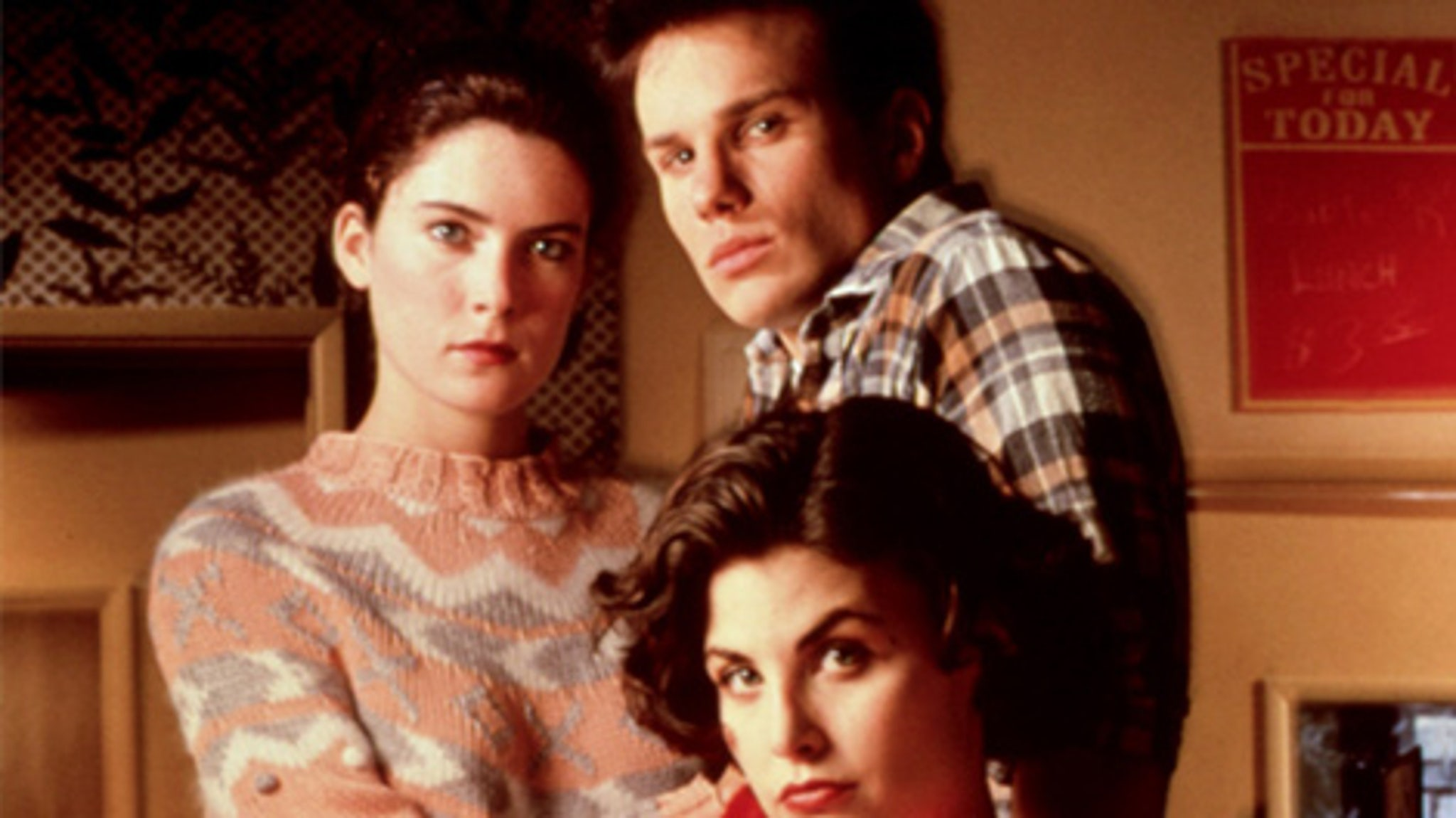 """""""Twin Peaks"""" Turns 25 -- See the Stars Now as They Make ..."""