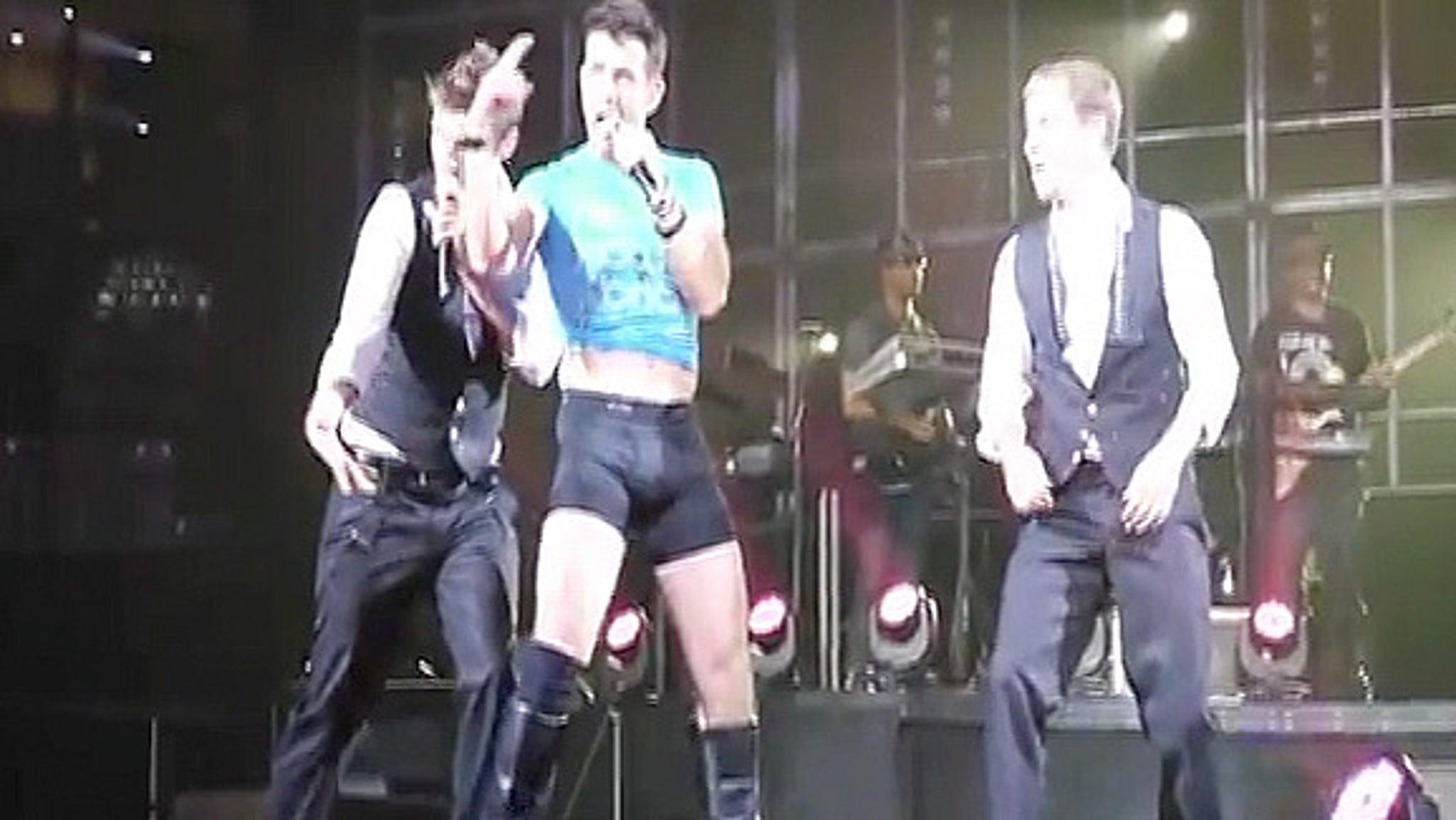 Joey McIntyre, A.J. McLean Perform Last NKOTBSB Show in