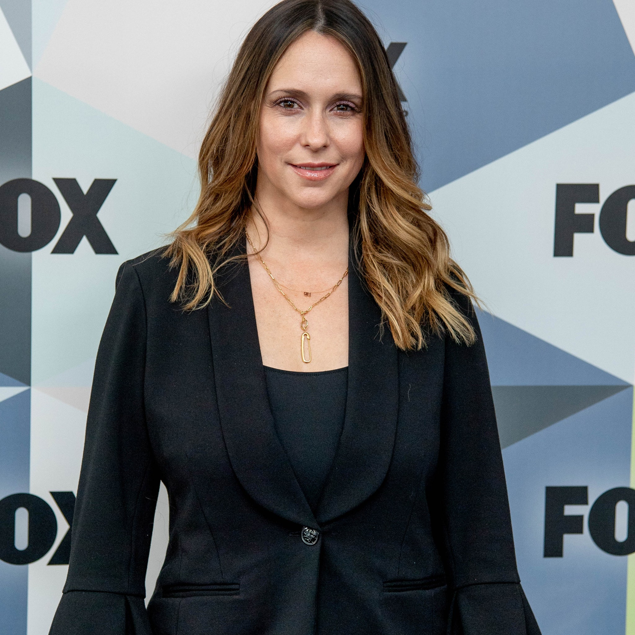 Jennifer Love Hewitt Apologizes for 'Looking Like a Hot Mess' on ...