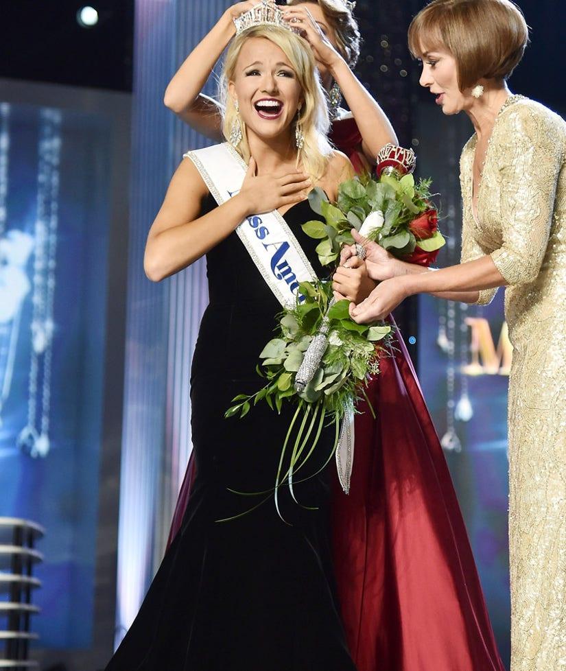 Miss Arkansas Savvy Shields Crowned Miss America 2017