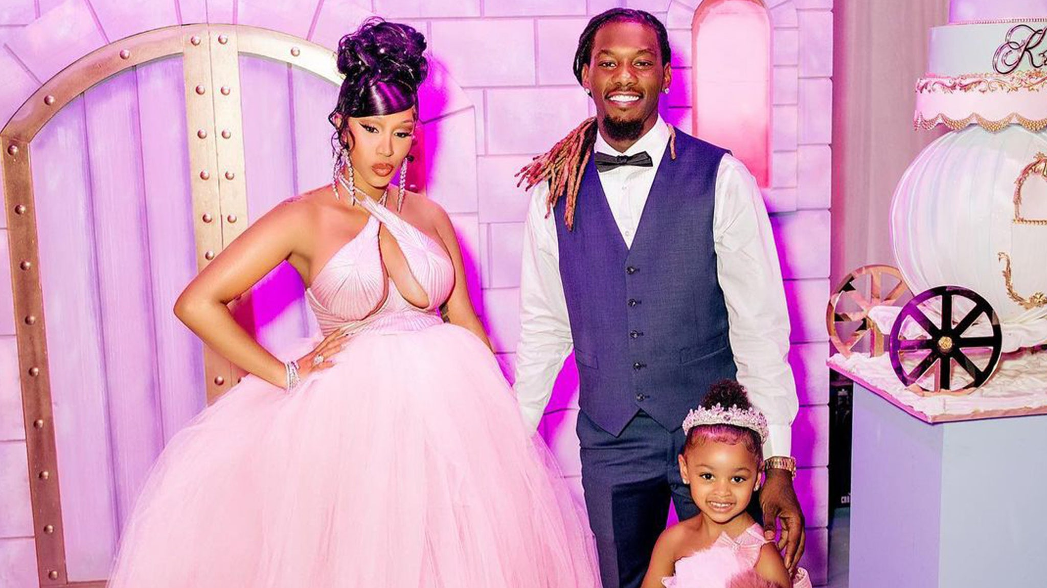 Cardi B Defends $ 150K Necklace From 3-Year-Old Kulture Amid Backlash