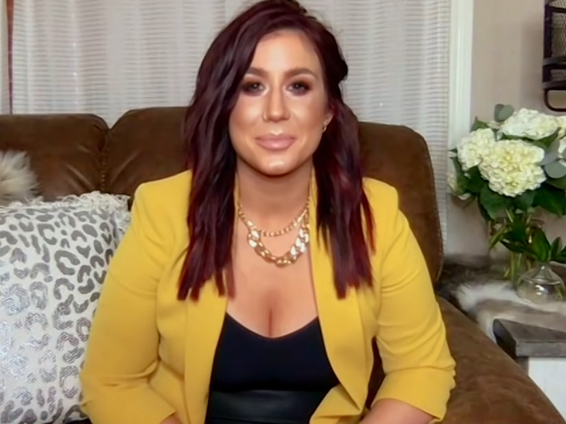 Chelsea Houska Reveals To Teen Mom 2 Co Stars That She S Exiting Show
